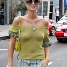 Paris Hilton beats chilly weather without bra