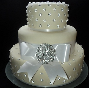 unusual or traditional wedding cake � female fatal