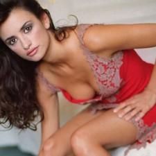 Penelope-Cruz-Hot-body-in-red-suit-2013