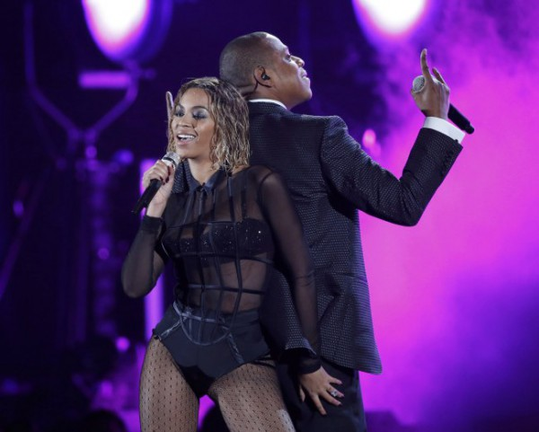 Beyonce and Jay Z Open Grammys 2014 Show With 'Drunk in Love'(VIDEO)